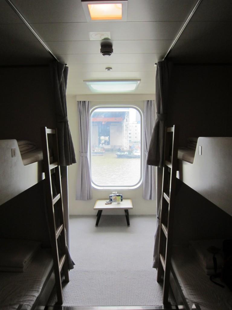 Our 4-bunk 1st Class Cabin. [2010/09/14 - Su Zhou Hao]