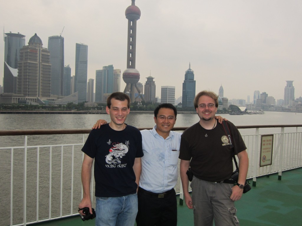 By now knew we knew a lot of our fellow travellers (it's not like we had much else to do). Here's us with Hongfu who shared our cabin... [2010/09/15 - Su Zhou Hao]