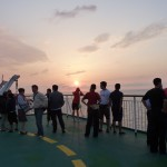 Lots of people on deck for the sunset. [2010/09/15 - Su Zhou Hao]