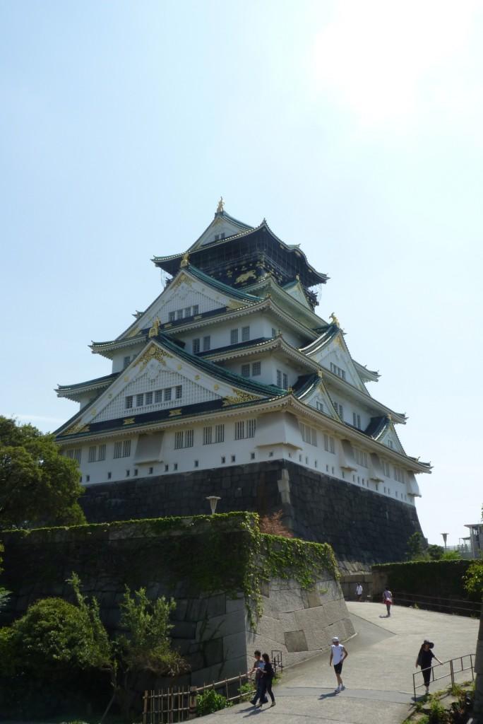 ...and closer to the main gate. [2010/09/19 - Osaka/Osaka Castle]