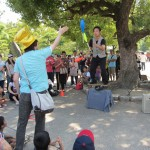 Entertainment is provided for. [2010/09/19 - Osaka/Osaka Castle]
