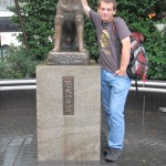Time fo r acouple shots with Hachiko while we are waiting for Maiko. [2010/09/27 - Tokyo/Near Shibuya Station]