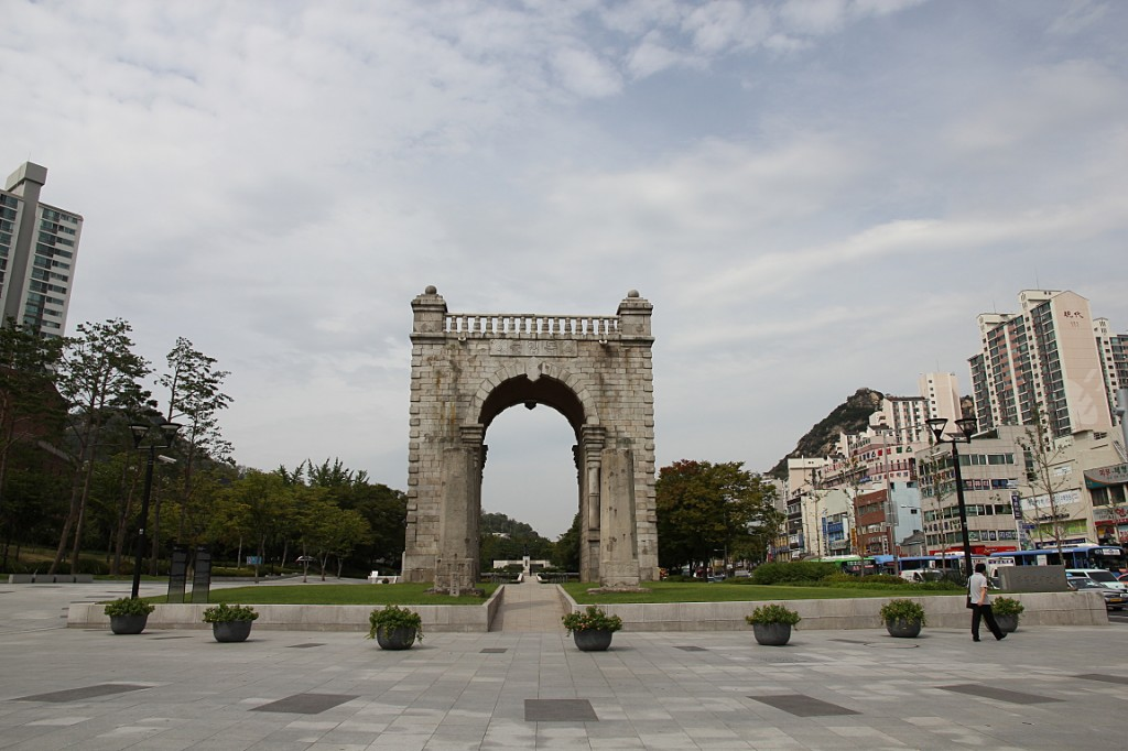 Gate of Independence