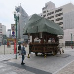 155-Walking_back_to_Hamamatsu_Station_to_catch_a_shuttle_bus_out_to_Nakatajima_This_looks_like_one_of_the_floats_they_are_going_to_parade...-20160503_092745_g7x_img_3409